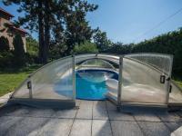 bazén (Prodej domu v osobním vlastnictví 330 m², Hradec Králové)