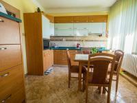kuchyň - přízemí (Prodej domu v osobním vlastnictví 330 m², Hradec Králové)