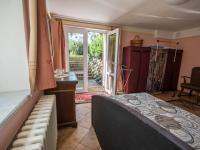 ložnice - suterén (Prodej domu v osobním vlastnictví 330 m², Hradec Králové)