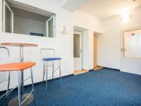čekárna - ordinace (Prodej domu v osobním vlastnictví 330 m², Hradec Králové)