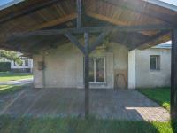 kryté stání (Prodej domu v osobním vlastnictví 330 m², Hradec Králové)