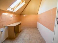 kuchyň - patro (Prodej domu v osobním vlastnictví 330 m², Hradec Králové)