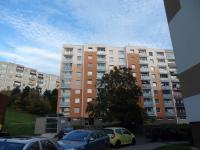 pohled na dům (Prodej bytu 3+1 v osobním vlastnictví 79 m², Chrudim)