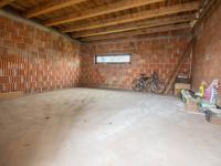 garáž (Prodej domu v osobním vlastnictví 220 m², Předměřice nad Labem)