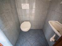 WC - Prodej domu v osobním vlastnictví 190 m², Býšť
