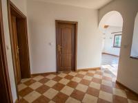 chodba - hala - Prodej domu v osobním vlastnictví 190 m², Býšť