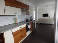 obývací pokoj s kuchyní (Pronájem bytu 3+kk v osobním vlastnictví 93 m², Pardubice)