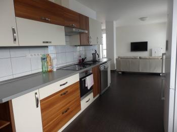 obývací pokoj s kuchyní - Pronájem bytu 3+kk v osobním vlastnictví 93 m², Pardubice