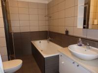 koupelna (Pronájem bytu 3+kk v osobním vlastnictví 93 m², Pardubice)