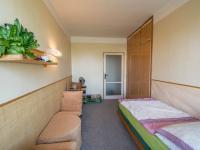 ložnice s balkónem - Prodej bytu 3+1 v osobním vlastnictví 82 m², Hradec Králové