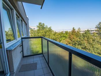 balkón - Prodej bytu 3+1 v osobním vlastnictví 82 m², Hradec Králové