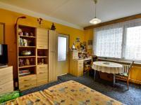 Obývací pokoj - Prodej bytu 2+1 v družstevním vlastnictví 62 m², Hradec Králové