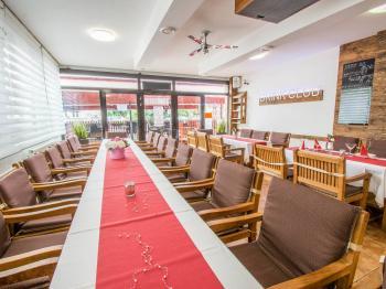 Pronájem restaurace, 425 m2, Hradec Králové