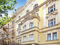 Fasáda domu (Prodej bytu 1+kk v osobním vlastnictví 42 m², Praha 7 - Bubeneč)
