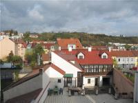 Výhledy z ložnice (ložnic) (Prodej bytu 3+kk v osobním vlastnictví 68 m², Praha 8 - Libeň)