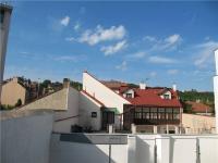 Výhled z ložnice (Prodej bytu 3+kk v osobním vlastnictví 68 m², Praha 8 - Libeň)