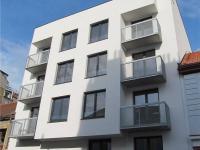 Celkový pohled na dům, okno bytu 2+kk vpravo dole (Prodej bytu 2+kk v osobním vlastnictví 41 m², Praha 8 - Libeň)