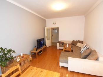 Obývací pokoj - Prodej bytu 2+kk v osobním vlastnictví 57 m², Praha 8 - Karlín