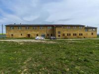 Obytná stavba, stáje (Prodej zemědělského objektu 1900 m², Chříč)
