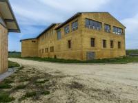 Pohled na hlavní budovu (Prodej zemědělského objektu 1900 m², Chříč)