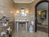 Kupelna v přízemí - Prodej domu v osobním vlastnictví 300 m², Žernov