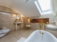 Koupelna v patře (Prodej domu v osobním vlastnictví 300 m², Žernov)