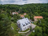 sousední dům (Prodej pozemku 1222 m², Praha 6 - Dejvice)
