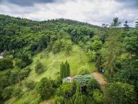 pohled jih (Prodej pozemku 1222 m², Praha 6 - Dejvice)