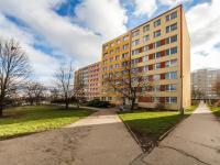 Pohled na dům z ulice (Prodej bytu 4+kk v osobním vlastnictví 76 m², Praha 5 - Stodůlky)
