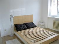 větší ložnice s okny do dvora (Pronájem bytu 3+1 v družstevním vlastnictví 67 m², Praha 4 - Podolí)