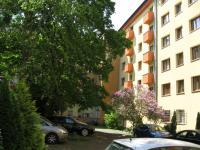 pohled na dům z vnitrobloku (Pronájem bytu 3+1 v družstevním vlastnictví 67 m², Praha 4 - Podolí)