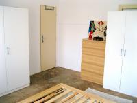 skříně v ložnici (Pronájem bytu 3+1 v družstevním vlastnictví 67 m², Praha 4 - Podolí)