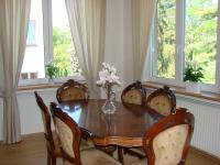 velká jídelna v obývacím pokoji  (Pronájem bytu 3+1 v osobním vlastnictví 125 m², Praha 5 - Hlubočepy)