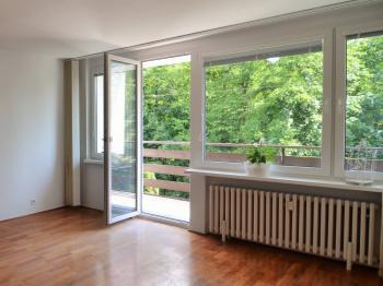 pohled z balkonu do zeleně  - Prodej bytu 3+1 v osobním vlastnictví 72 m², Praha 4 - Hodkovičky