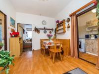 přízemí - jídelna 14,5m2 (Prodej domu v osobním vlastnictví 221 m², Praha 4 - Šeberov)