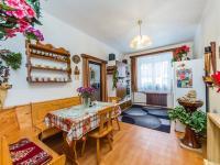 přízemí - jídelna (Prodej domu v osobním vlastnictví 221 m², Praha 4 - Šeberov)