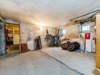 sklep (Prodej domu v osobním vlastnictví 221 m², Praha 4 - Šeberov)