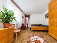 přízemí - ložnice 15,5m2 (Prodej domu v osobním vlastnictví 221 m², Praha 4 - Šeberov)