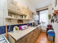 přízemí - kuchyně (Prodej domu v osobním vlastnictví 221 m², Praha 4 - Šeberov)