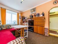 2NP - obývací pokoj (Prodej domu v osobním vlastnictví 221 m², Praha 4 - Šeberov)
