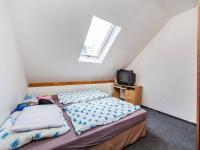 2NP - pokoj 11m2 (Prodej domu v osobním vlastnictví 221 m², Praha 4 - Šeberov)