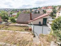 výhled z horní části zahrady (Pronájem domu v osobním vlastnictví 75 m², Praha 5 - Velká Chuchle)
