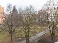 Výhled z ložnice a kuchyně (Prodej bytu 2+1 v osobním vlastnictví 51 m², Praha 6 - Veleslavín)