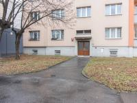 vchod do domu (Prodej bytu 2+1 v osobním vlastnictví 51 m², Praha 6 - Veleslavín)