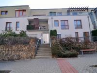 pohled na dům - Prodej bytu 2+kk v osobním vlastnictví 61 m², Praha 5 - Zbraslav