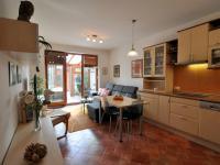 obývací pokoj s navazující zimní zahradou - Prodej bytu 2+kk v osobním vlastnictví 61 m², Praha 5 - Zbraslav
