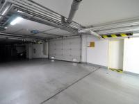 vjezd do garáží na dálkové ovládání - Prodej bytu 2+kk v osobním vlastnictví 61 m², Praha 5 - Zbraslav