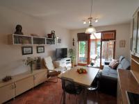 obývací pokoj pohled z kuchyňského koutu - Prodej bytu 2+kk v osobním vlastnictví 61 m², Praha 5 - Zbraslav