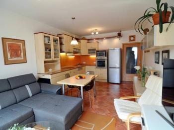 obývací pokoj s kk - Prodej bytu 2+kk v osobním vlastnictví 61 m², Praha 5 - Zbraslav