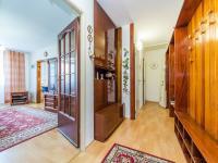 Chodba s úložnými prostory - Prodej bytu 3+1 v osobním vlastnictví 70 m², Pardubice